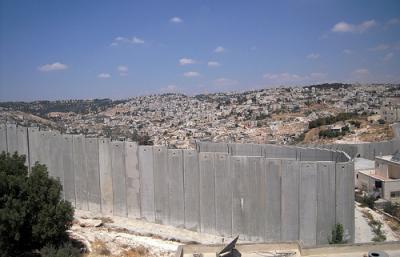 Wall divides Jerusalem