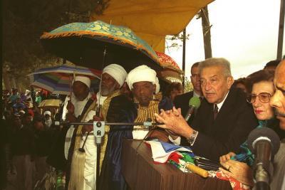 President Weizman welcomes Ethiopian Jews, 1993